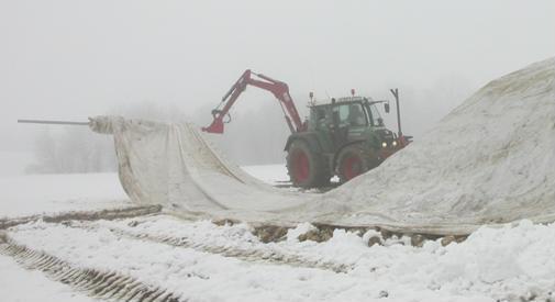 Selbst unter widrigsten Verhältnissen (Frost, Schnee) kann das Vlies wieder aufgerollt werden.